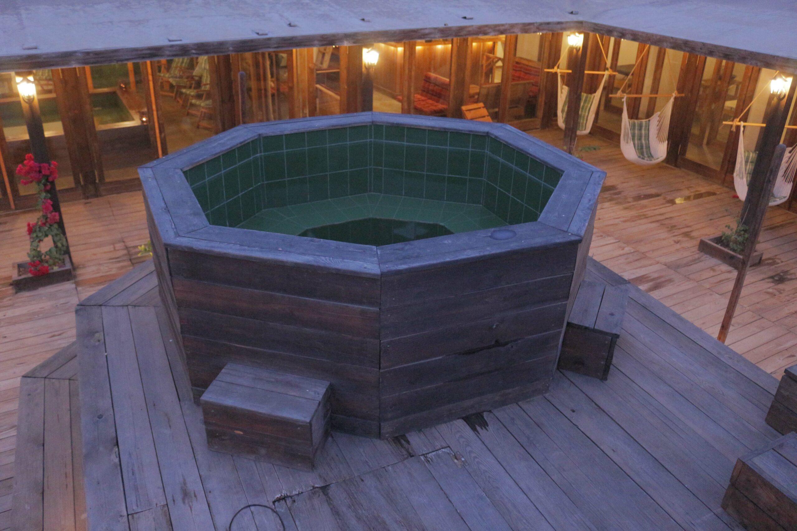 RELAX OUTSIDE HOT BATH